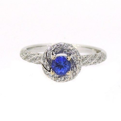18ct white gold ring with Tanzanite
