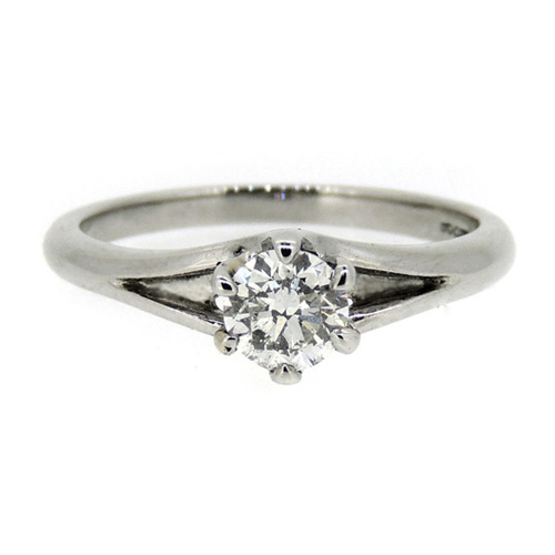 Platinum ring with 0.54 carat diamond
